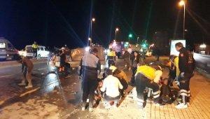 Virajı alamayan minibüs otomobile çarptı: 1 ölü, 3 yaralı