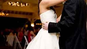 Yasağa rağmen düğün yapan çift ve düğüne katılanlar karantinaya alındı