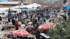 Yaşlılar yasağa rağmen pazarlara çıktı