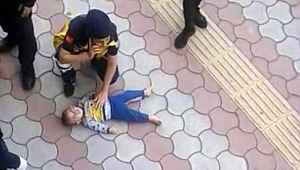 2. kattan düşen 1 yaşındaki bebek ağır yaralandı
