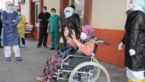 83 yaşındaki Ayşe Nine korona savaşını kazandı