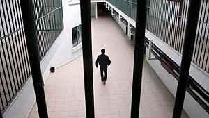 Adalet Bakanlığı, cezaevlerinde koronavirüs salgınına karşı alınan tedbirlerin süresini uzattı