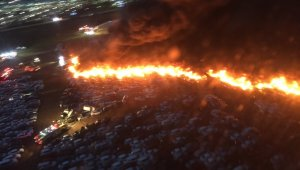 Amerika'da 18 saat süren yangında 3 bin 500 araç alev alev yandı