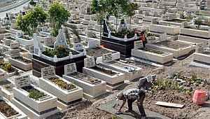 Ankara'da salgın tedbirleri için mezarlıklar ziyarete kapatıldı