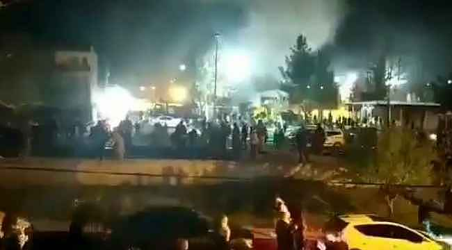 Batman Cezaevi'nin önünde toplanan kalabalıkla güvenlik güçleri arasında gerginlik