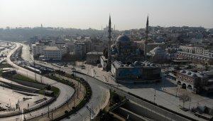 Boş kalan Eminönü Meydanı havadan görüntülendi