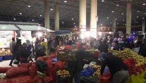 Bursa'da yarın açılacak pazara vatandaşlar gece akın etti - Bursa Haberleri