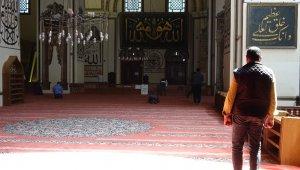 Bursalılar namazlarını Ulucami'de kılıyor - Bursa Haberleri