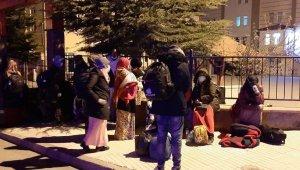Akıllara durgunluk veren olay! Yabancı uyruklu 20 kişi çevre yoluna terk edildi