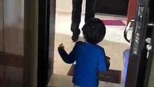Doktorun çocuğuna sarılamadığı görüntüler yürek burktu
