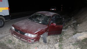 Elazığ'da otomobil şarampole uçtu: 3 yaralı