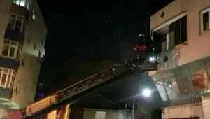 ''Evde hırsız var'' diye bağıran adam balkondan aşağıya atladı