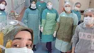 Genç doktor alkışlarla taburcu edildi