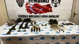 Hakkari'de PKK/KCK terör örgütüne ait silah ve mühimmat ele geçirildi