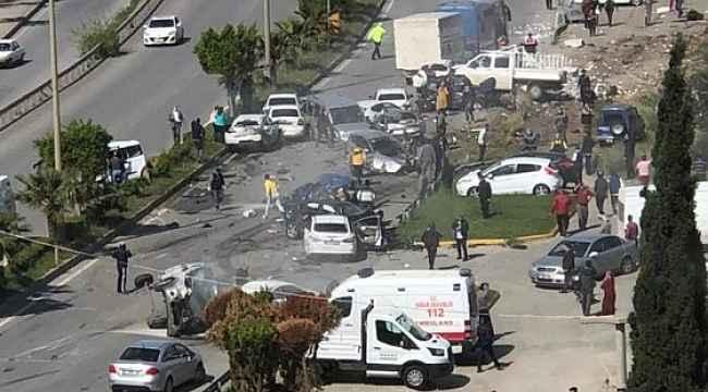 Hatay'da freni patlayan tır, ışıkta bekleyen araçları metrelerce sürükledi