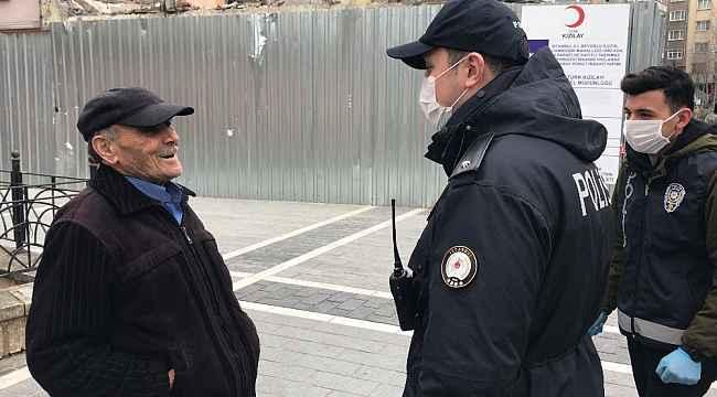 İstanbul'da sokağa çıkan yaşlıların polisi ikna çalışmaları