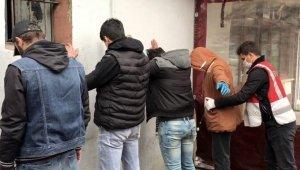İstanbul'un göbeğinde sosyal mesafe uygulamasında torbacılara suçüstü