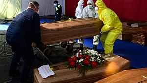 İtalya'da son 24 saatte koronavirüs nedeniyle 525 kişi hayatını kaybetti