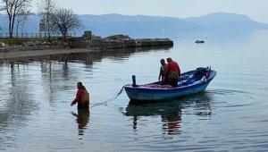 İznik Gölünde gümüş balığı bereketi - Bursa haberleri
