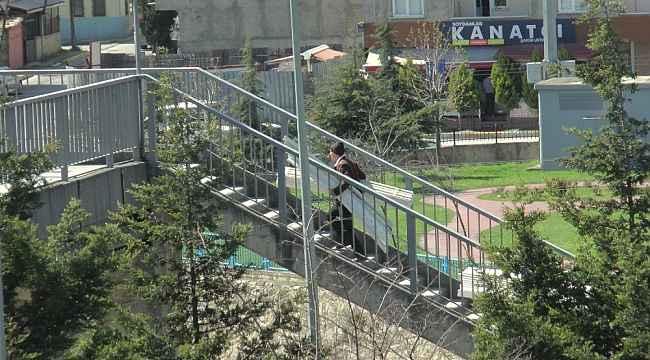 Kocaeli ile İstanbul'u birbirine bağlayan üst geçit tel örgü ile kapatıldı