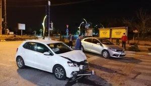 Kocaeli'de 2 otomobil çarpıştı: 4 yaralı