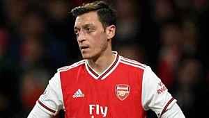 Maaş indirimine gitmeyen Mesut Özil'e İngilizlerden tepki