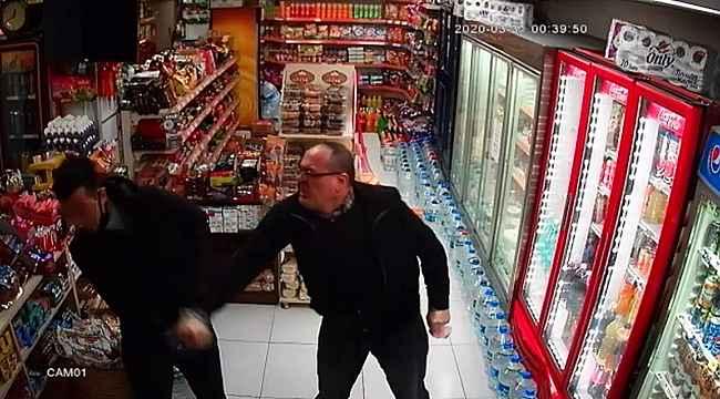 Market sahibi, hırsızları tekme tokat döverek dışarı attı