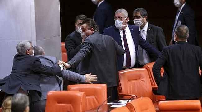Meclis'te ağır küfürlerin söylendiği kavganın görüntüleri ortaya çıktı