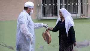 Mersin Belediyesi'nin ücretsiz ekmek dağıtmasına tepki,