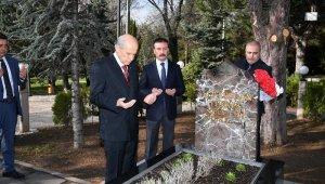 MHP lideri Bahçeli, vefatının 23. yılında Merhum Türkeş'in Anıtmezarını ziyaret etti