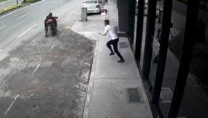 Motosikleti çalan hırsıza meydan dayağı