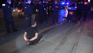 Polisin 'DUR' ihtarına uymayarak, bir polisin yaralanmasına neden olan alkollü ve ehliyetsiz şahıstan pişkin yanıt