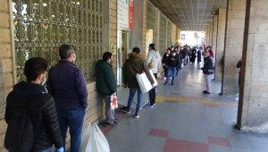 PTT önünde uzun kuyruklar oluştu - Bursa Haberleri
