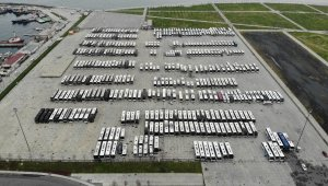 Şehirler arası hatlardan çekilen yüzlerce otobüs Yenikapı meydanını doldurdu