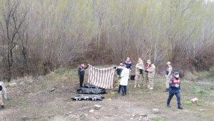 Sivas'ta otomobil dereye uçtu: 4 ölü