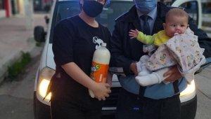 Sokağa çıkma yasağı nedeniyle bebeği için süt bulamayan annenin yardımına ekipler koştu