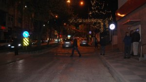 Sokaklarda yine aynı manzara: 'Canımız çok sıkıldı, hava almaya çıktık'