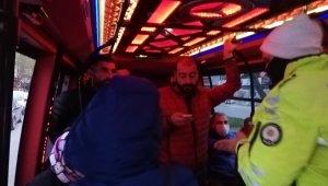 Sosyal mesafe kuralını hiçe saydılar... Minibüslerde şoke eden görüntü