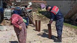 Yaşlı çiftin soba borularını jandarma temizledi