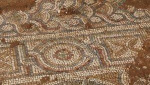 4 asırlık camide yapılan restorasyonda benzersiz el yapımı altın işlemeler bulundu