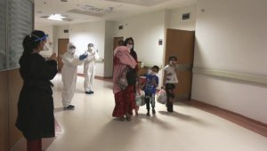 5,5 aylık bebek ve 9 yakını korona virüsü yenmeyi başardı