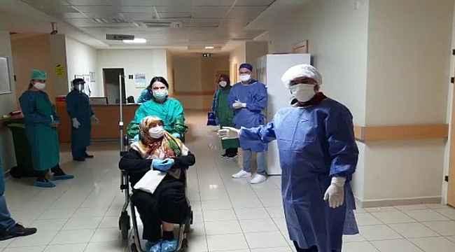96 yaşındaki yaşlı kadın korona virüsünü yendi