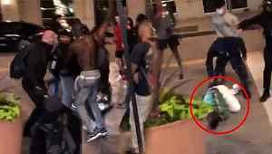 ABD'de yağmacı protestoculara karşı dükkanını kılıçla koruyan adam linç edildi