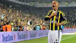 Alex, Mehmet Aurelio'yu sosyal medyadan başarılar diledi