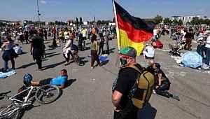 Almanya'da koronavirüs tedbirlerine karşı yapılan eylemler ülke geneline yayıldı
