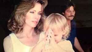 Annesini kaybeden güzel oyuncu Amber Heard'ün büyük acısı