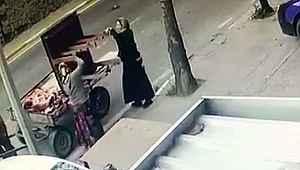 At arabalı kadın hırsızlar rampa çaldı