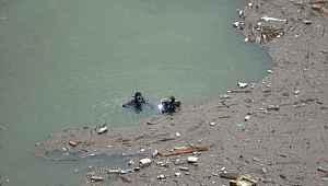 Baraj suyuna düşen işçiyi arama çalışmalarına ara verildi