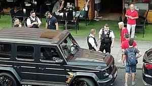 Bıçaklı saldırıda Mesut Özil'in hayatını kurtaran Kolasinac'ın eşi, İngiltere'ye tabanca sokarken yakalandı