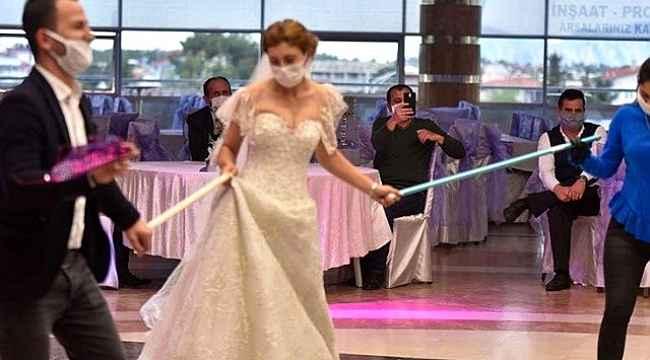 Bilim Kurulu Üyesi Prof. Dr. Seçil Özkan'dan evlenecek çiftlere müjde! Düğün salonlarının açılış tarihini açıkladı